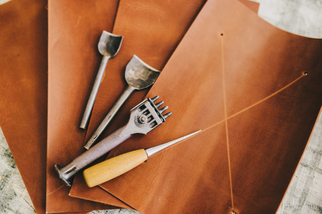Artisan clothes and accessories tools